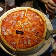 pizza hải sản nhồi phômai