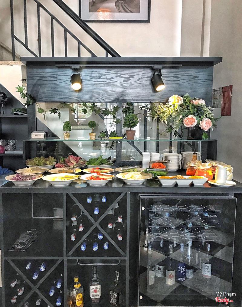 Buffet salad bar