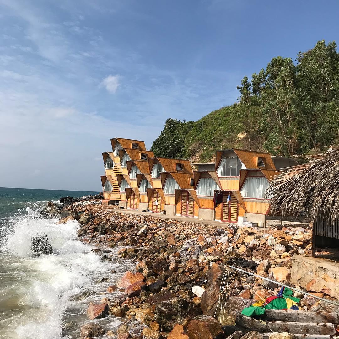 Không muốn về khi đến khu NHÀ TỔ ONG độc đáo bên bờ biển Nam Du ...