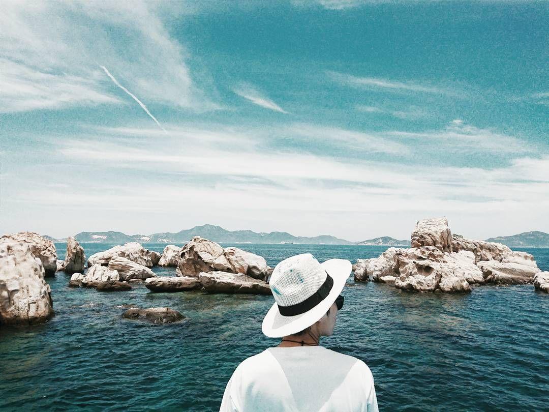 ... góc nhìn độc đáo cùng những cách chơi màu thú vị, Instagram của Lamtom là nơi mà tất cả những ai đam mê du lịch đều nên một lần ghé thăm.
