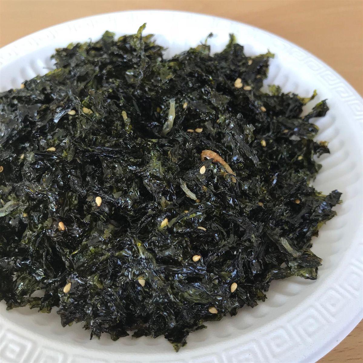 Rong biển, lá kim mang là món ăn truyền thống có mặt trong các bữa cơm của người Hàn vì tại xứ lạnh này lá rong biển được nuôi trồng và phát ...