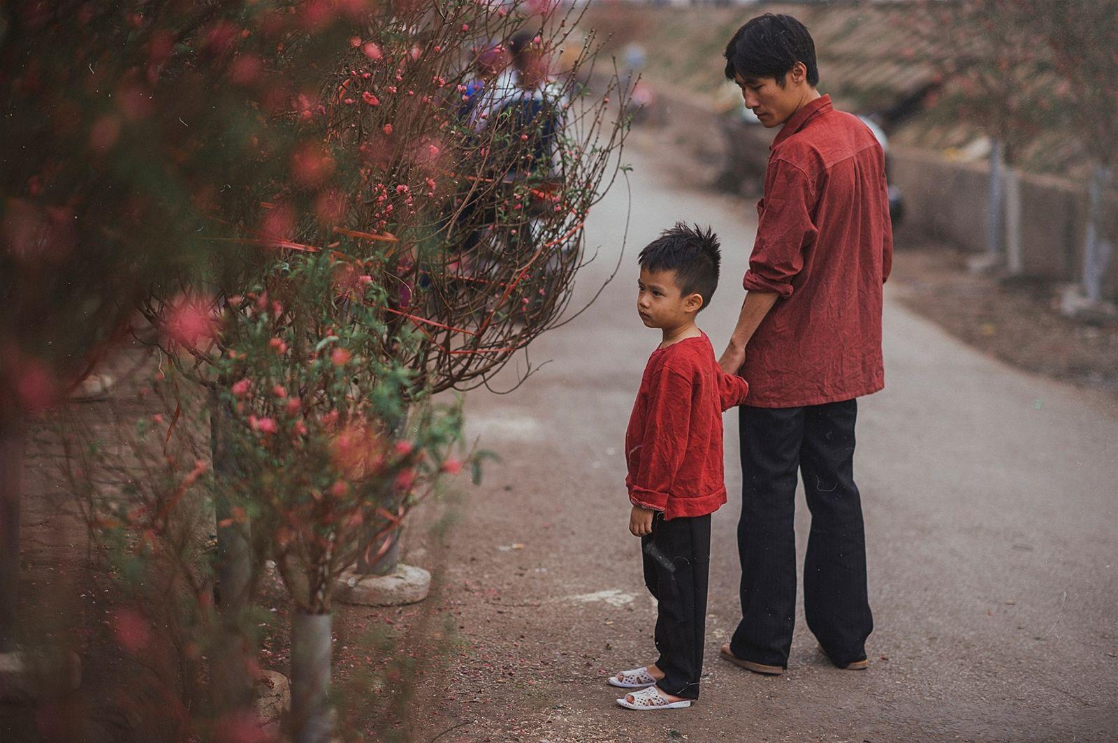 ... mới đây của nhiếp ảnh gia không chuyên James Quang khiến cộng đồng mạng ám ảnh và thổn thức bởi ánh mắt khát khao của con trẻ giữa một \