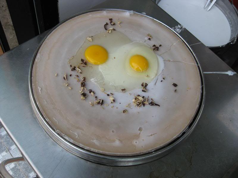 Cách làm bánh cuốn trứng