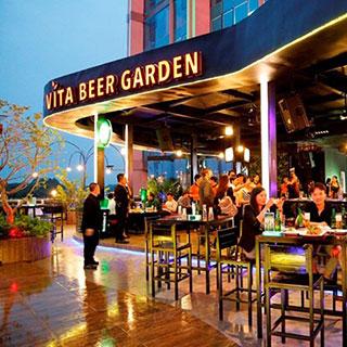 Buffet món Âu, bia tươi không giới hạn tại nhà hàng bia sân vườn trên cao đầu tiên tại BD