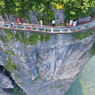 Chẳng cần sang Trung Quốc, Việt Nam đã xuất hiện cây cầu kính ôm cua vách núi dài và cao nhất Đông Nam Á