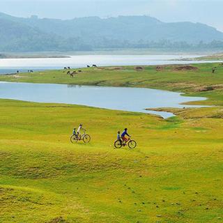 Không thể tin được hồ Phú Ninh mùa nước cạn lại đẹp như tranh vẽ thế này!