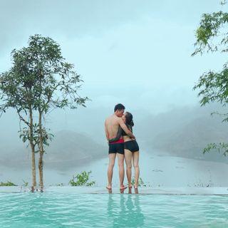 Truy tìm BỂ BƠI VIEW TRÊN CAO ngắm hồ xanh đẹp khó tin cách HN chỉ 2 tiếng đi xe
