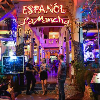 """[NT] Hòa cùng vũ điệu Flamenco thưởng thức ẩm thực """"xứ sở bò tót"""" tại nhà hàng La Mancha"""