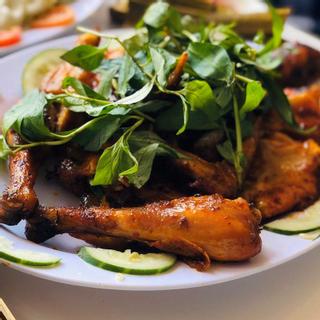 Thưởng thức ẩm thực Tây Nguyên giữa khung cảnh thiên nhiên núi rừng thơ mộng ngay TT Đà Lạt - Nhà hàng Trên đỉnh đồi Trăng