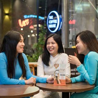 """Mừng rơn đón The Coffee House đầu tiên sáng rực tại """"khu phố Tây"""" Huế"""