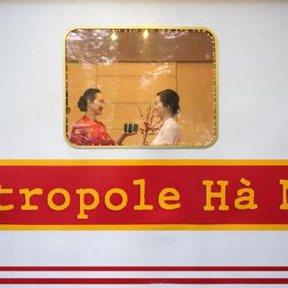 Lên chuyến tàu XUYÊN KHÔNG VỀ CHỢ TẾT CỔ TRUYỀN mở cửa tự do ngay Metropole Hà Nội