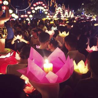 """Hoành tráng """"LỄ HỘI THẢ ĐÈN HOA ĐĂNG"""" lớn nhất SG mừng Đại lễ Phật Đản"""