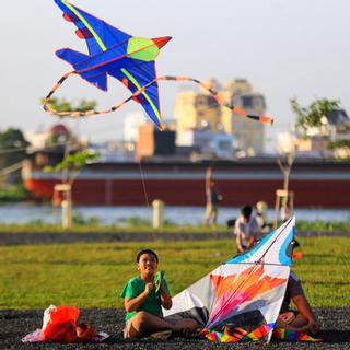 Lộ diện cánh đồng diều ngay công viên ven sông Sài Gòn