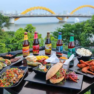 """Đột kích thánh địa hóng gió sông Hàn uống bia thủ công """"made in Danang"""""""