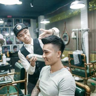 """Cầm 50k tự tin tút lại vẻ đẹp trai ở viện tóc nam """"độc đáo"""" nhất Đà thành"""