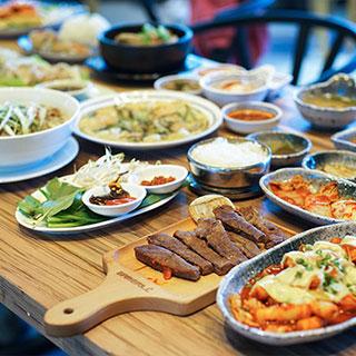 Phát sốt với KHU FOOD COURT HOÀNH TRÁNG NHẤT Sài Gòn