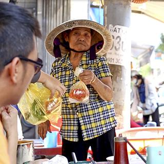(HCM) Bún riêu Dì Sang nức tiếng 52 năm khu Phú Nhuận