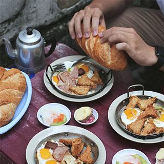 (HCM) Căng bụng với bánh mì Hòa Mã 50 năm ở Sài Gòn