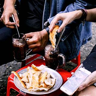 (HCM) Bánh mì chấm ca cao Bà Tám nức tiếng khu chung cư chợ Quán