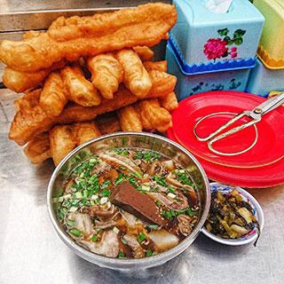 (HCM) Húp sùm sụp tô hủ tiếu Hồ nức danh ở Sài Gòn