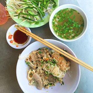 (HCM) Thưởng thức tô hủ tiếu Campuchia ngon nhất Hồ Thị Kỷ