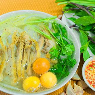 """Thưởng thức bún măng vịt chuẩn Hà Nội """"ngon nhức nhối"""" ngay trung tâm Sài Gòn bán xuyên đêm"""