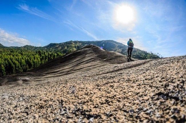 Giới trẻ đổ xô Check - in khối đá khổng lồ tại Việt Nam