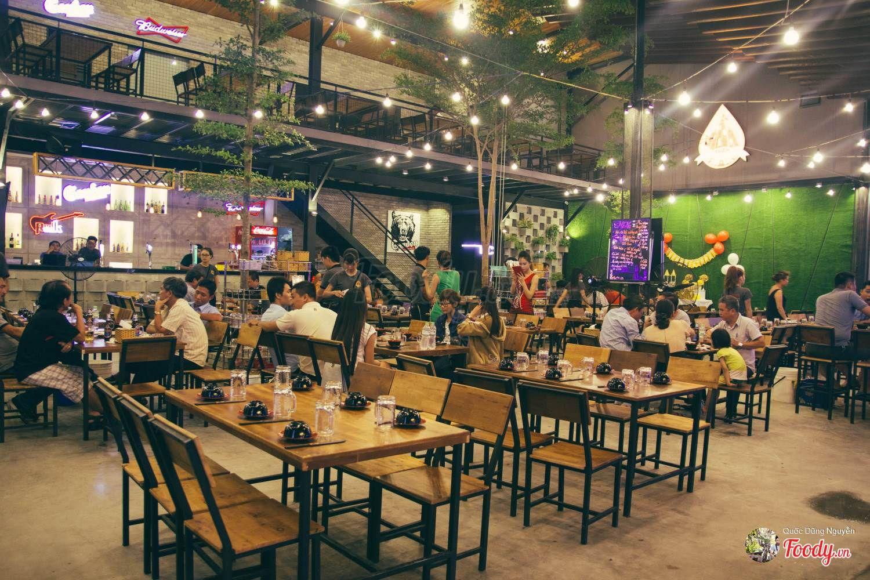 Image result for nhà hàng tháp hải sản