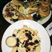 Salad ngon lắm, mấy món nhắm cũng tuyệt vời