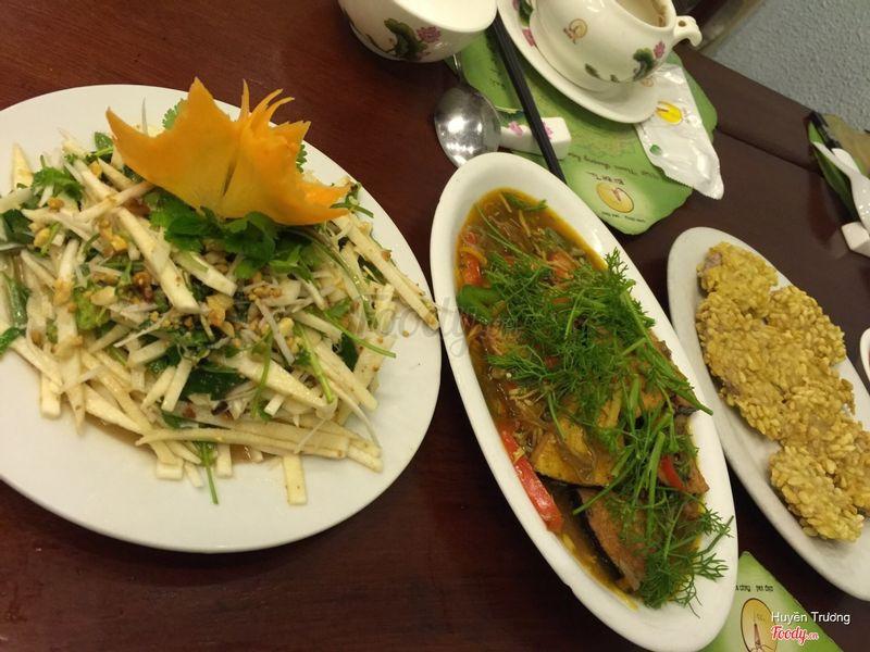 3 món: cá, khoai môn cốm, nộm cổ hũ dừa và súp. Tổng 513k