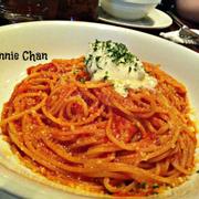 Tên món: Tomato Spaghetti with house-made Mascarpone.  Mô tả:   Với Sốt cà chua, phô mai mascarpone tự sản xuất. Giá: 140.000 VND