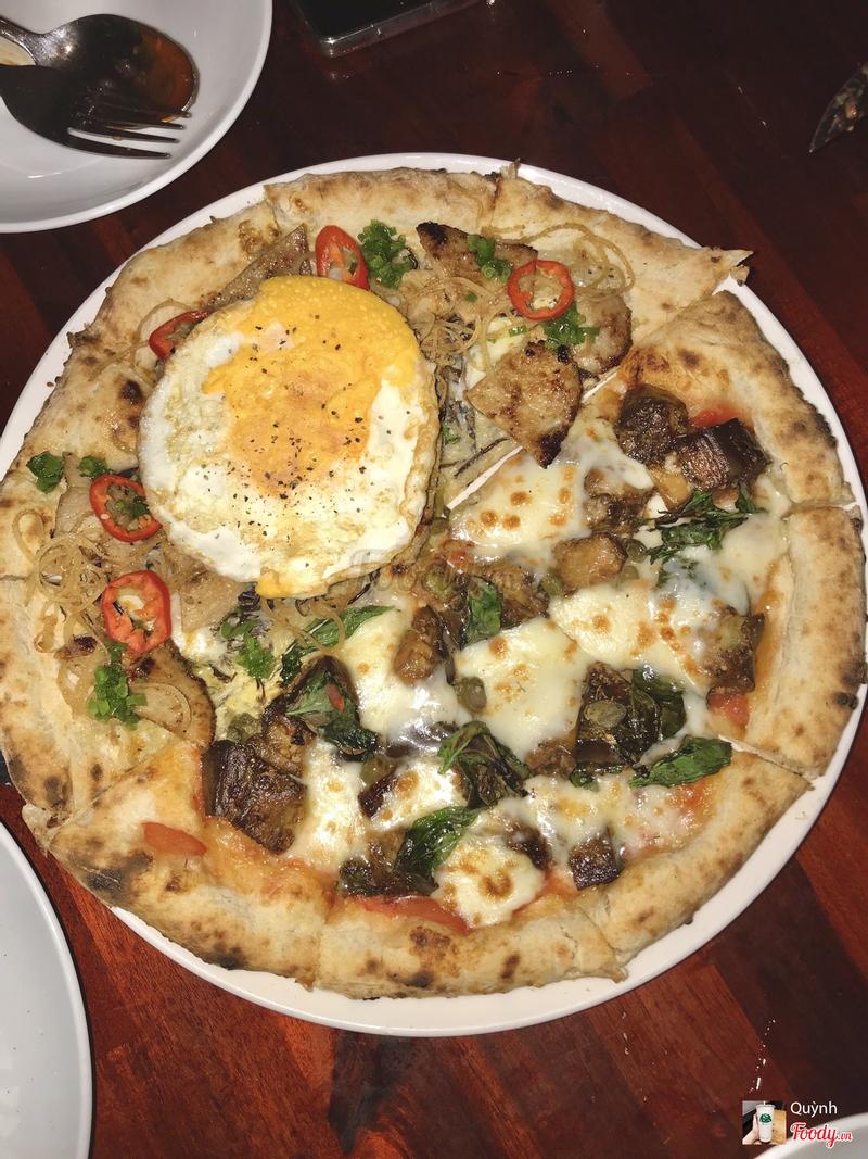 Pizza half Cà tím Half Cơm tấm