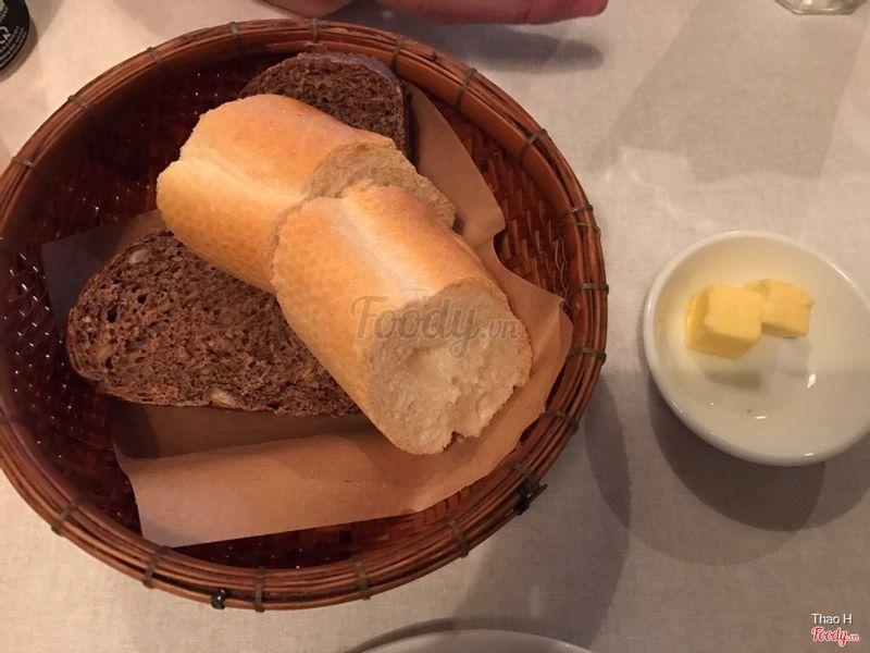 Bánh mì tặng ăn kèm