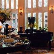 Quầy buffet cho high tea chiều thứ 7