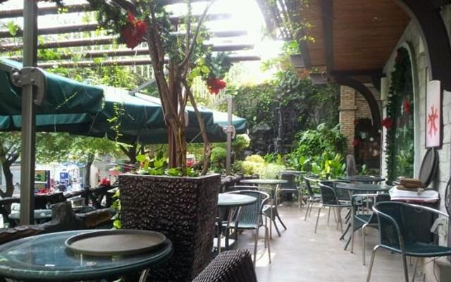 Regina Cafe - Sân Vườn Trung Tâm