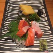 Cá trích + bụng cá hồi sashimi