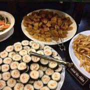 Quầy sushi và thức ăn khô