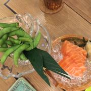 Đậu nành Nhật + Sashimi cá hồi