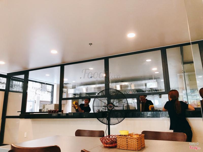 Gian bếp theo kiểu các nhà hàng hiện đại.