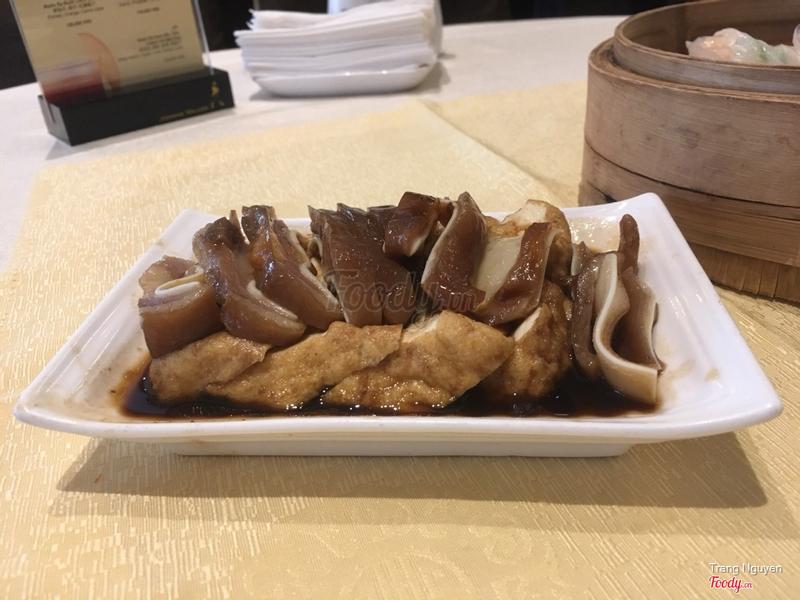 Tai lợn đậu phụ lủ mỳ