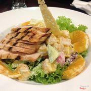 Salad hoa quả + lườn gà nướng