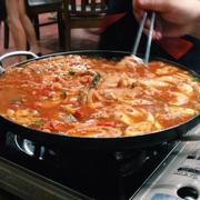 Lẩu Kimchi với cá thu Nhật.