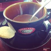 Cafe sữa Highlands, do mình uống gần hết chứ ko phải ít vầy đâu nha (mà do cái ly nó cũng ít sẵn)