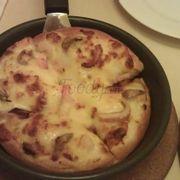 Pizza Combo, đây là vị hải sản, giá 50k gồm 1 món nước (coca hoặc 7up). 1 bánh này 1 người ăn là no luôn rồi, do đó mình nghĩ để tiết kiệm có thể order combo cá nhân này
