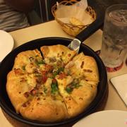 Pizza mới quảng cáo, trong hình nhìn lừa tình. Ra ngoài thất vọng ghê. Mà ăn ngon