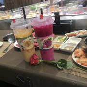 Hôm nay đi ăn ở kichi phú mỹ hưng thật sự bất ngờ và hài lòng ... đồ ăn tươi ngon nhân viên nhiệt tình và combo mới cho ngày 20/10 cũng rất ngon. Nhà hàng còn thay mình tặng hoa cho bạn gái hihi