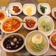 bánh gạo cay + mì jjajang hải sản thịt hải sâm