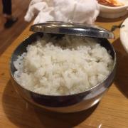 Cơm trắng để ăn cùng với lẩu