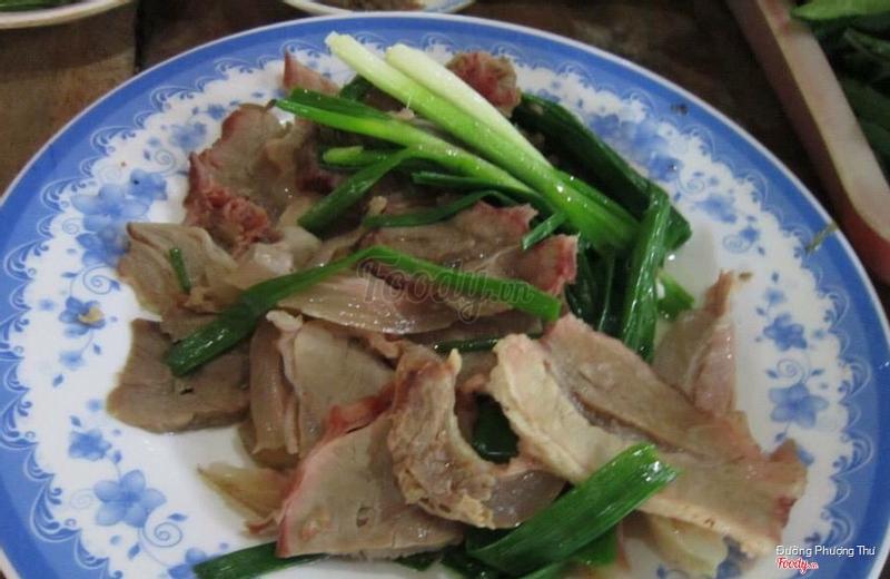 Bò tơ cuốn rau sống chấm mắm nêm