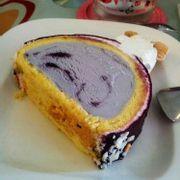 roll cake w blueberry ice cream